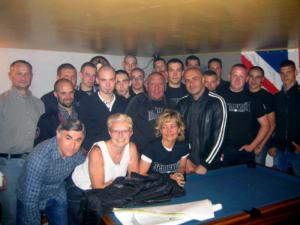 Photo de groupe de 3e Voie, avant sa dissolution. Au centre Sergei Ventura avec Serge Ayoub et Esteban Morillo, le tueur de Clément Méric.