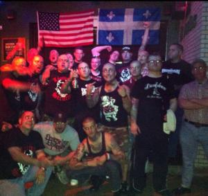 Photos des membres de Légitime Violence et d'Offensive Weapon, avec leur entourage respectif.