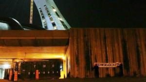 Banderole raciste d'Atalante déployée au Stade olympique en août 2017.