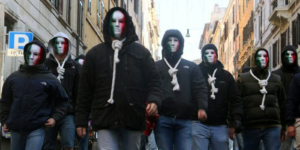 Militant-e-s de CasaPound masqué-e-s.