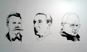 Portraits de Friedrich Nietzsche, Julius Evola et Dominique Venner sur le mur de la salle d'entraînement d'Atalante, à Québec.