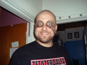 Maxime Taverna, portant un t-shirt de ZetaZeroAlfa, le groupe phare de CasaPound