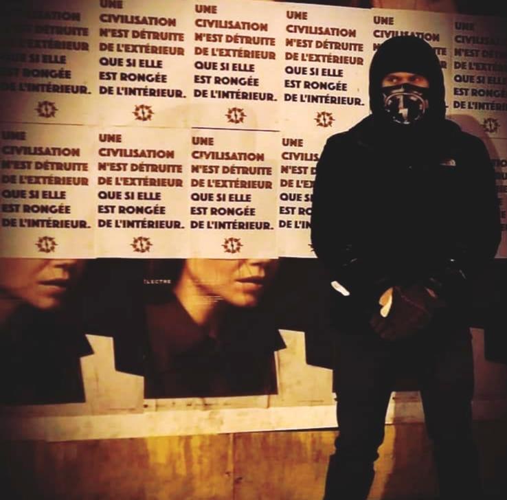 Baptiste Gilistro participe à une action d'affichage d'Atalante, en janvier 2018.
