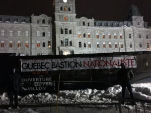 Banderole d'Atalante devant l'Assemblée nationale, février 2018.