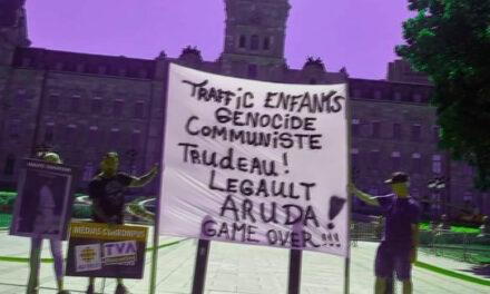 Une manifestation de soutien aux préposé-e-s aux bénéficiaires se transforme en happening pour l'extrême droite complotiste